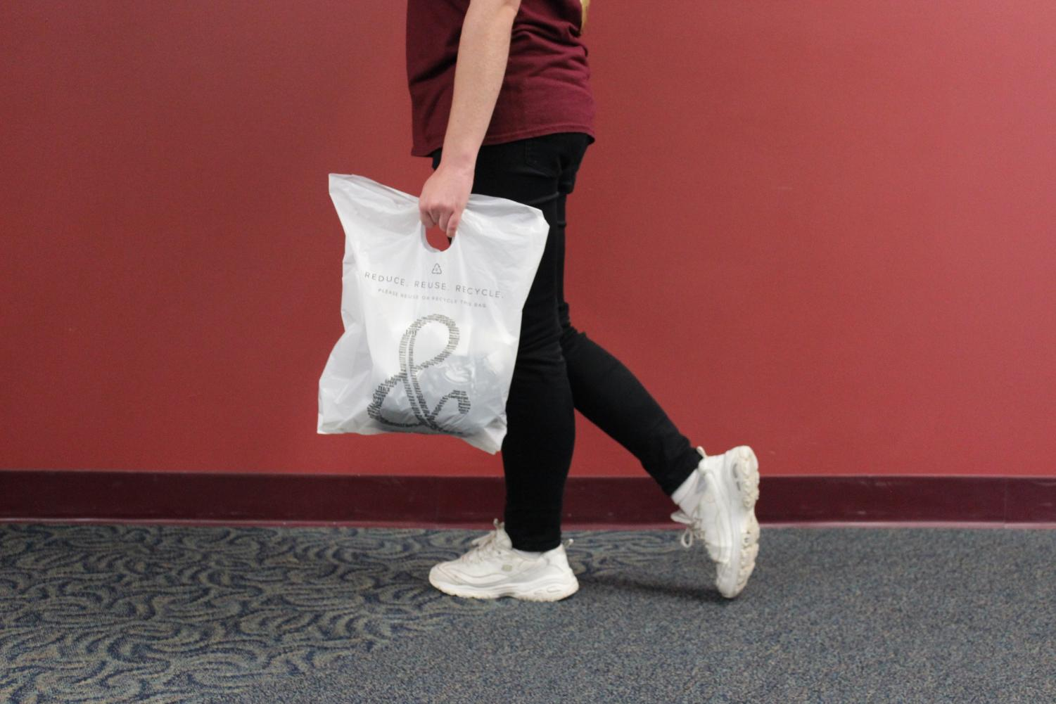 Central students are indecisive on plastic bag use.